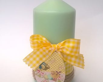 Pale green Easter candle yellow gingham, 13 cm