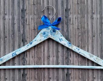 """Hanger """"Roses"""" - coat hanger - blue or pink"""