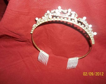 vintage tiara-wedding veil holder