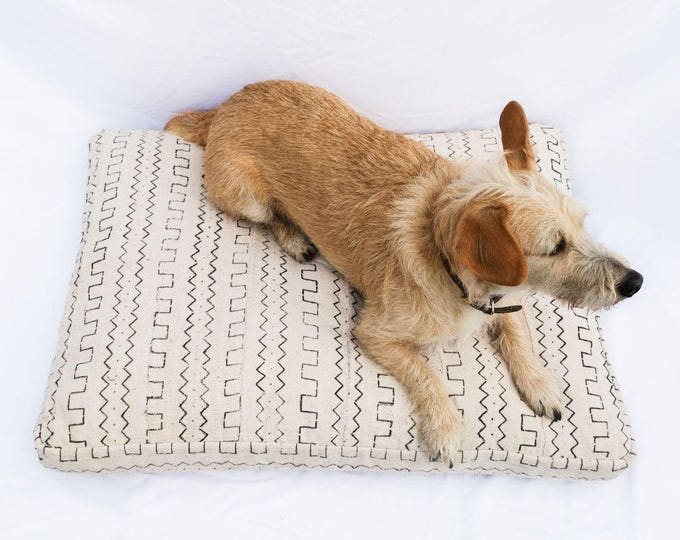 Made-To-Order: Mudcloth Dog Bed // black & white bohemian shibori pet bed pillow
