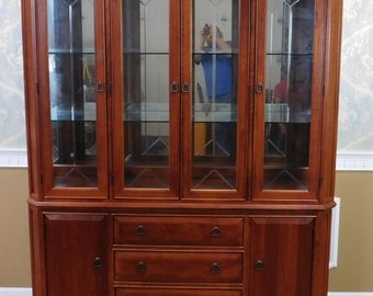 Thomasville Furniture Cherry 2 part Arts & Crafts ~ Mission Style Dining Room Breakfront China Cabinet 1990s