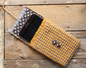 Grey and mustard knitted tablet/e-reader case