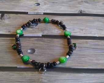 Wood and Glass beaded stretch bracelet, e-801