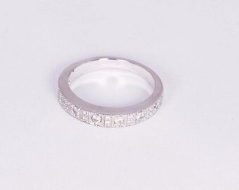 14K White Gold Ring with Diamond Chips, Size 5.25