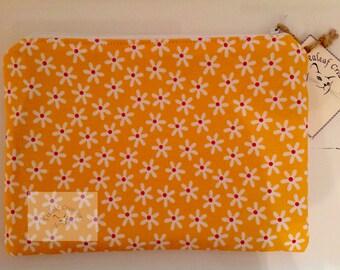 "9"" Make Up/Wash Bag with waterproof lining - Khaki Star Burst"