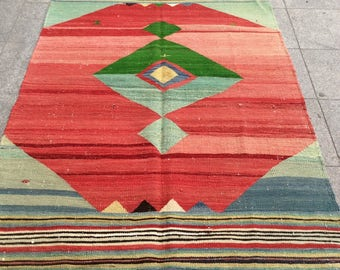 Bright red and green hand woven turkish kilim rug - 6 x 4 ft