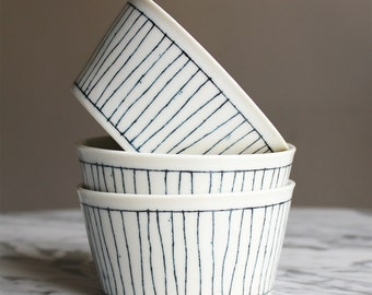 3 bowls/cups ground stripe very nice gift