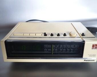 Vintage Panasonic electric alarm clock * clock radio * radiowecker * wecker * réveil * radio-réveil * wekkerradio, 1980s