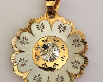 Flower shaped pendant in white and yellow 18k gold.