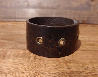 Flower print faux leather cuff