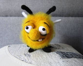 Needle felted bee/wool bee/made to order/funny bee/felt bee/felted toy/ooak toy/custom oerder/cute bee/gift/honey bee/felted bumblebee