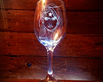 Wonder Woman Wine Glass // Superhero // Gift under 25 // Gift For Dad // Birthday Gift // Housewarming Gift // Gift For Her // Comic Fan