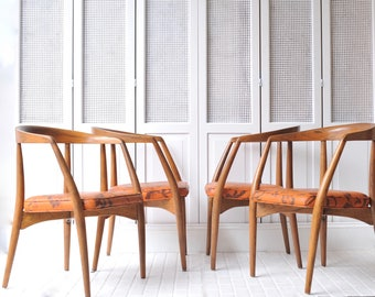 Set Of 4 Lawrence Peabody Chairs In Original Upholstery.
