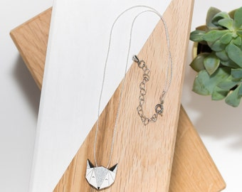 Fox necklace in natural (white/silver) and silver chain