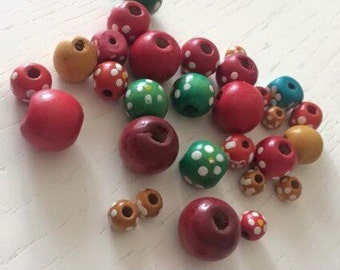 Mixed lot 30 wooden beads