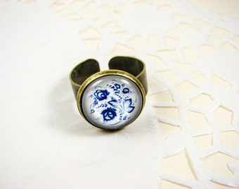 Blue floral ring, White and blue flower ring, Glass Adjustable ring, Bronze statement ring, Gzhel Folk jewelry, Blue jewelry, Ethnic jewelry