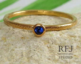 Dainty Textured Sapphire Rose Gold Ring, Blue Corund 14K Rose Gold Plated September Birthstone Ring, Rose Gold Lab Sapphire Stackable Ring