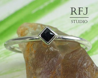Kite Lab Black Diamond Silver Ring, Princess Cut 2x2 mm Black Classic Engagement Ring Square Black CZ Slim Ring Rhombus Setting Girl Stacker
