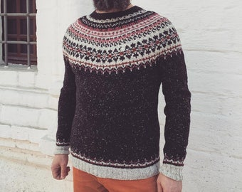 Sweater with a round yoke