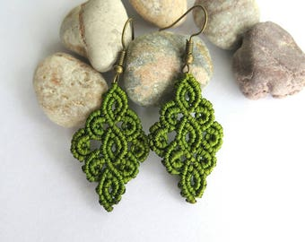 Micromacrame green earrings, elegant lace macramé earrings, knotted earrings, gift for her, handmade gift, macramé jewelry, green earrings