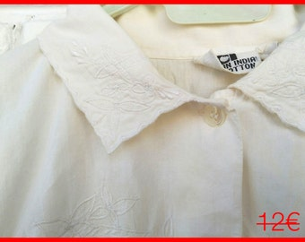 White shirt VINTAGE / / short sleeve, white, embroidered / / vintage / / gift for woman
