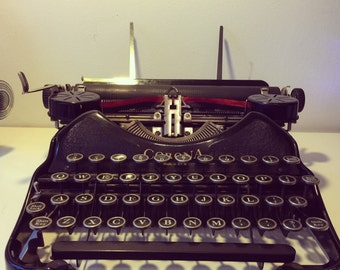 Very rare 1930s Corona 4 Typewriter with case in an excellent confition