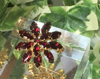 A Beautiful Vintage Gold Tone and Red Stone Flower Brooch