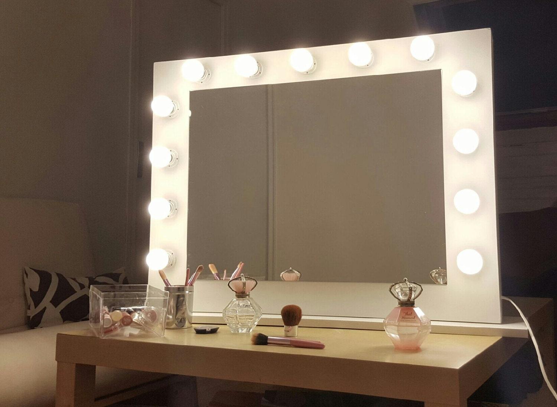 Miroir de maquillage pour coiffeuse for Miroir pour coiffeuse