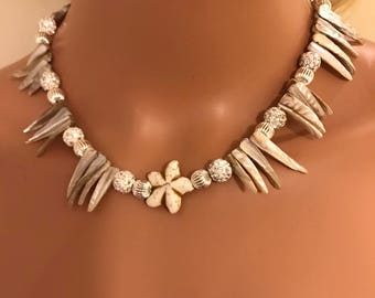 Cream & silver shell necklace 17 inches