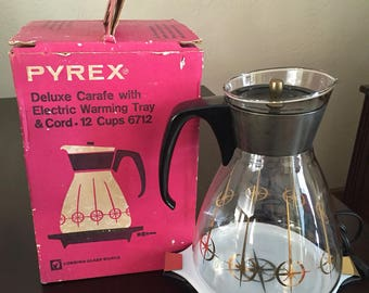 Pyrex Deluxe Crafe With Electric Warming Tray and Cord- 12 cup 6712 with original box.