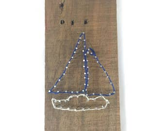 Sailboat nail string art // wood nail art // wood string art // wood twine art // driftwood string art // driftwood string art // nautical