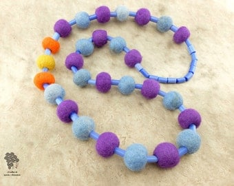 Long necklace of felt