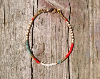 tender hippie bracelet with colored beads in white, turquoise, Red