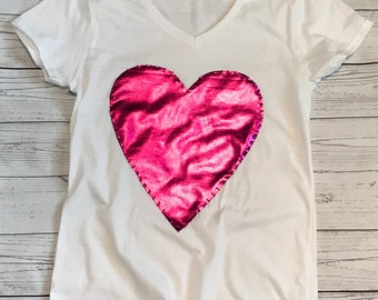White short sleeve t shirt with pink heart