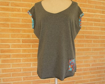 Shirt loose grey with finishes in wax print / Loose grey T-shirt finished in wax print