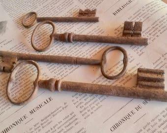 4 Antique Iron Keys, Wabi Sabi Decor, Early 20th Century Locks, 4 French Keys, Large Rusty Keys, French, Farmhouse Keys, Rustic Key Decor