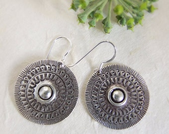 Hill Tribe Silver earrings. Ethnic earrings. Ethnic Jewelry. Silver earrings. Silver jewelry. Ethnic earrings. Ethnic jewelry.