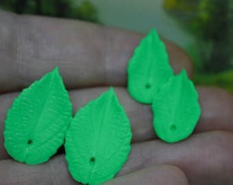 20pcs Green Emerald Leaf Bead 0.59-0.78 inch Polymer clay beads leaf  jewelry making  double-sided  leaf bead