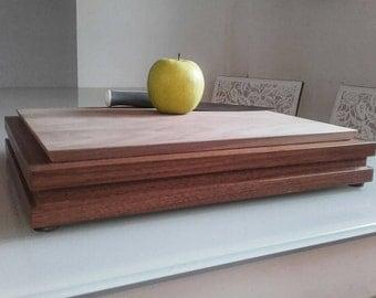 The storage box Walnut cutting board.