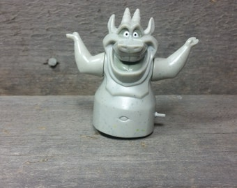 Vintage Hugo the gargoyle windup toy from the Disney movie The Hunchback Of Notre-Dame 90's figurine pvc plastic figure Doll Disneyland