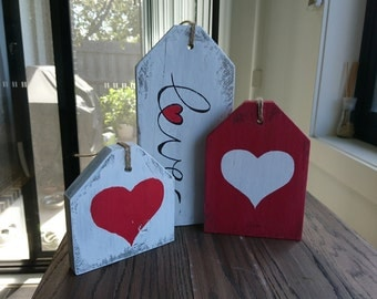 "Rustic Wood Sign ""Love Tags"""