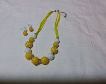 Really great and odd vintage necklace. Beaded piece. There are bumps on the beads. There are matching earrings. Pierced type. Estate found