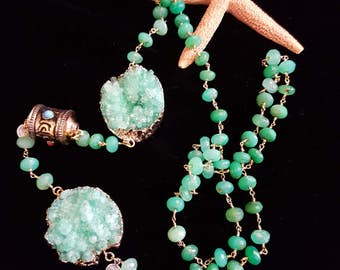Woman-17 necklace, Agate, and Chrysoprase.