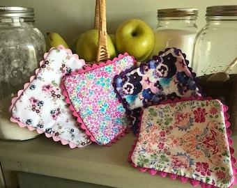 Old Fashioned Floral Print  Pot Holders or Trivets (Set or 4)