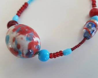 Glass Pearl Necklace with large blauroter hand-painted porcelain bead