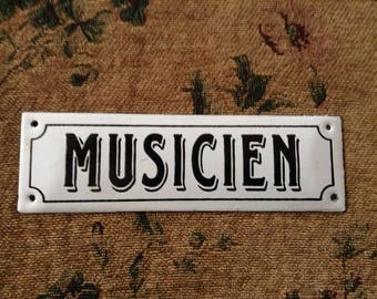 "Small White Enameled sign French ""Musician"""