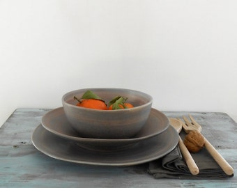 Set composed by binner plate, soup plate, soup bowl in stoneware blue/violet