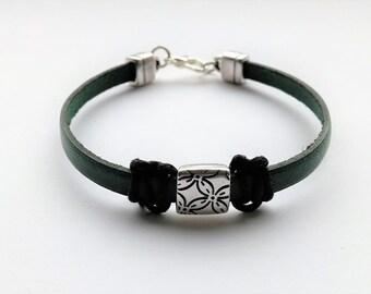 Dainty leather bracelet dark green with silvered slider and macramé, real leather bracelet green black silver, genuine leather bracelet