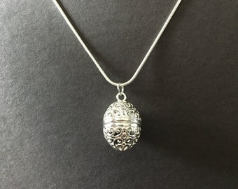 Diffuser egg necklace