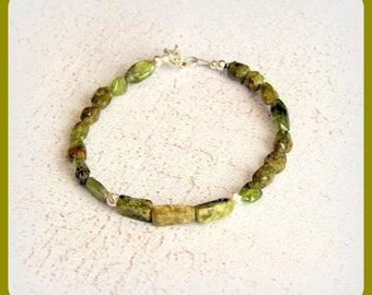 Green serpentine bracelet and sterling silver chic closing gift minimalist elegant fine Tibetan silver gems